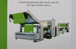 Compacting machine with tenter and felt for open knitted fabric