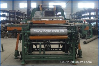 Medical gauze shuttle loom